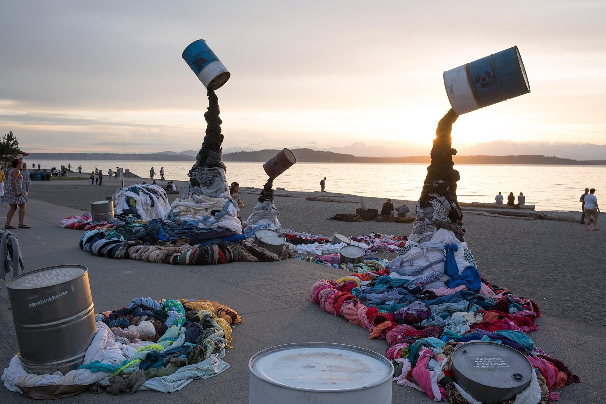 Okyanus çöpünden kıyafet yapacak